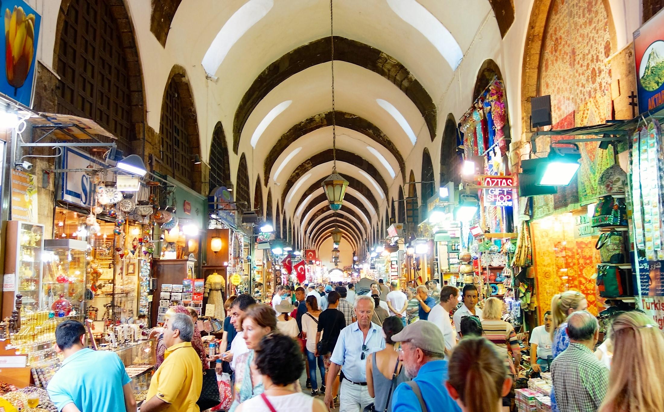 Bazaar in Istanbul. Photo by Blt Boy.